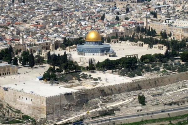Spari contro polizia, 5 morti a Gerusalemme