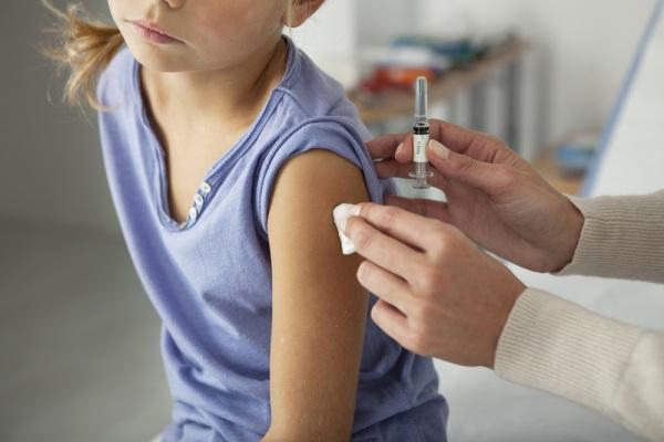 Vaccini, il decreto è legge