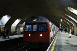 attentato con ordigno artigianale alla metro di londra