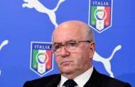 Calcio, Tavecchio si arrende