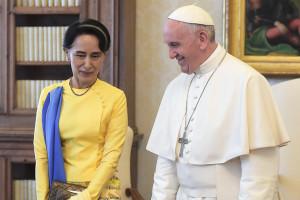 Aung San Suu Kyi incontra papa Francesco