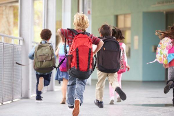 Uscita da scuola, caos e disperazione tra i genitori