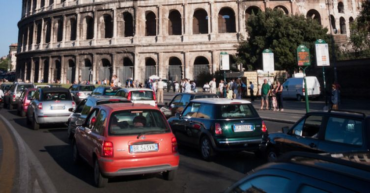 traffico-Roma-Colosseo