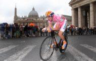 Giro d'Italia tra le buche di Roma