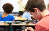 Francia vieta con legge uso cellulare a scuola