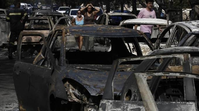 Grecia, bilancio dei roghi forse dolosi: 76 vittime e oltre 150 feriti