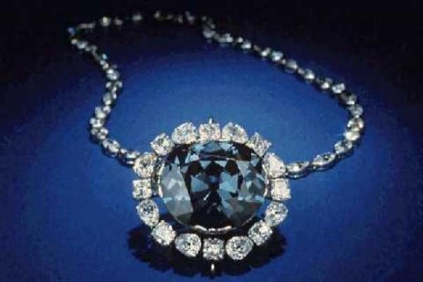 Diamanti blu colorati dalle profondità della Terra
