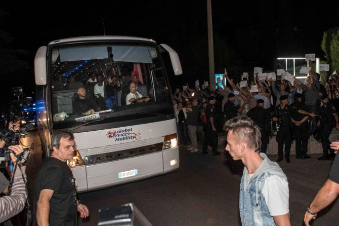 Migranti Diciotti ai Castelli: sale la tensione