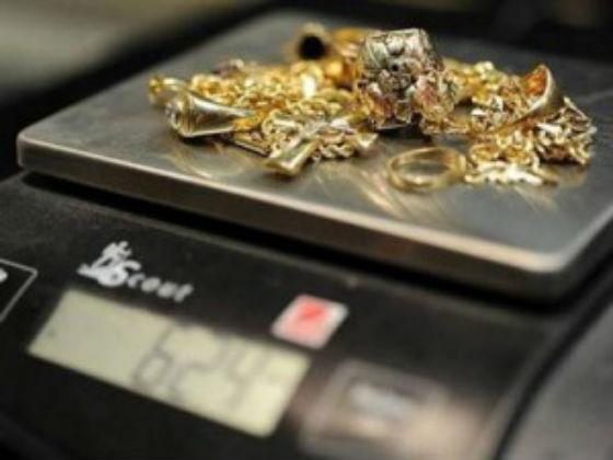 Poliziotta sequestra oro e lo fa vendere al marito