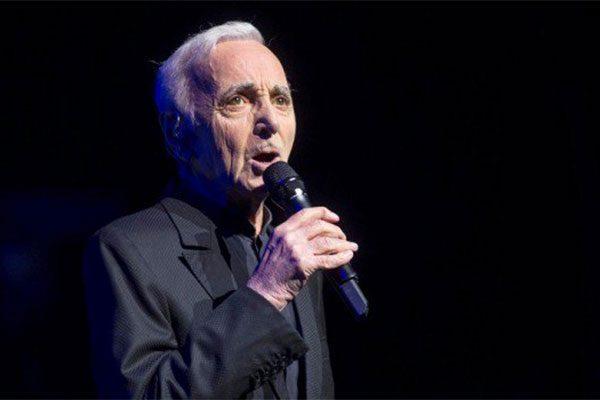 Muore Aznavour: finisce l'epoca degli chansonnier