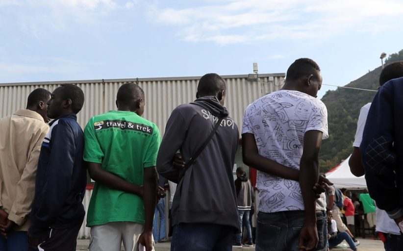 Migranti, Amnesty a Macron: ''Non fare il furbo''