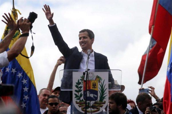 Venezuela, paese allo stremo: Guaidò si autoproclama presidente