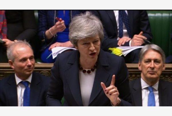 Brexit. Terzo no. La May non si dimette