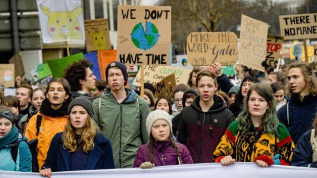 manifestazione per salvare la terra