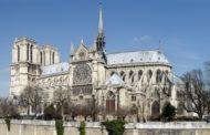 Parigi, preghiere per il cuore della cristianità in fumo