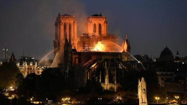 Il dramma di Notre Dame. Macron