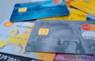 Ora si mangia anche plastica: una credit card a settimana