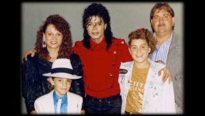 Michael Jackson con la famiglia di uno dei suoi accusatori di abusi