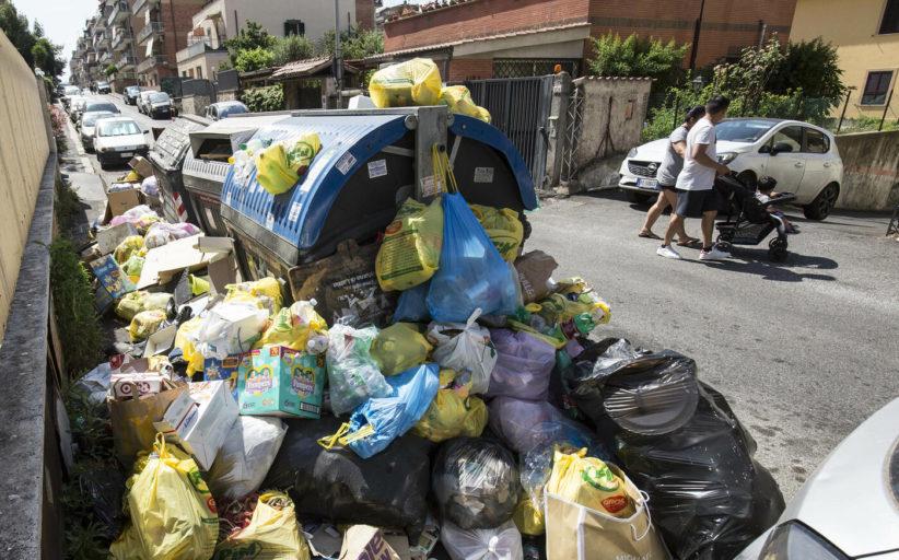 Rifiuti: Roma, una maleodorante discarica a cielo aperto
