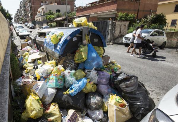 Continua l'emergenza rifiuti a Roma