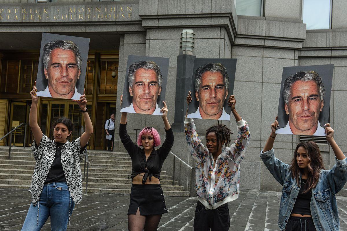 Epstein, si affaccia l'ipotesi del complotto