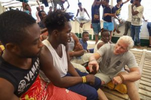 Migranti: Richard Gere a Lampedusa a sostegno Open Arms