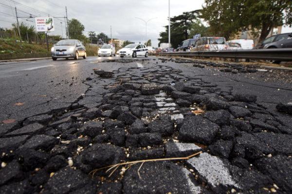 Buca Capitale, Procura dispone verifiche su fondi strade colabrodo