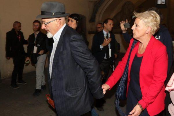 Fatture false, 21 mesi di carcere ai genitori di Renzi
