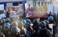 Foibe, assalto antagonisti a università Torino:  3 agenti feriti