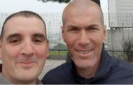 Zidane lo tampona e lui gli chiede un selfie